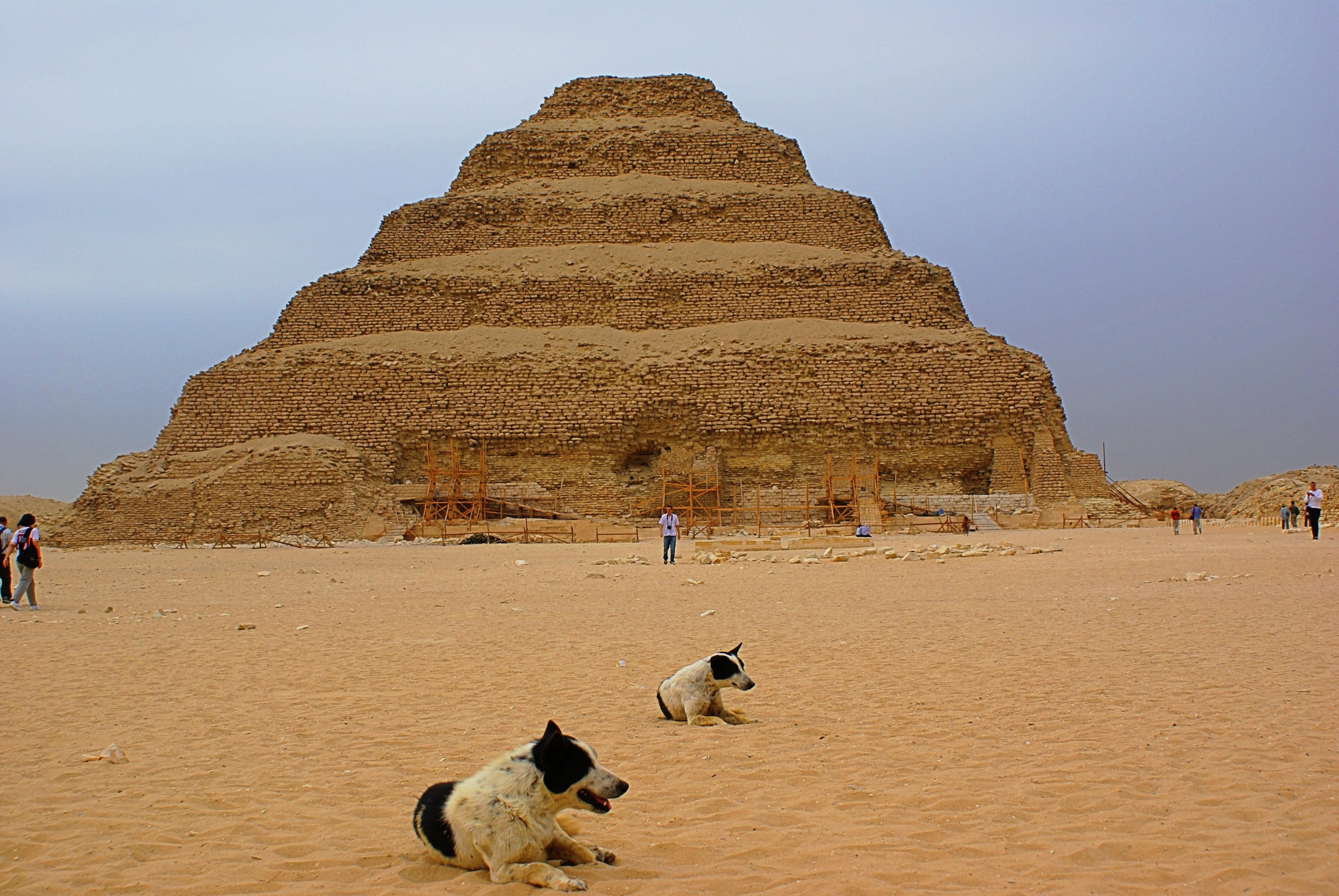 Bild von 1 von 3 Stufenpyramiden