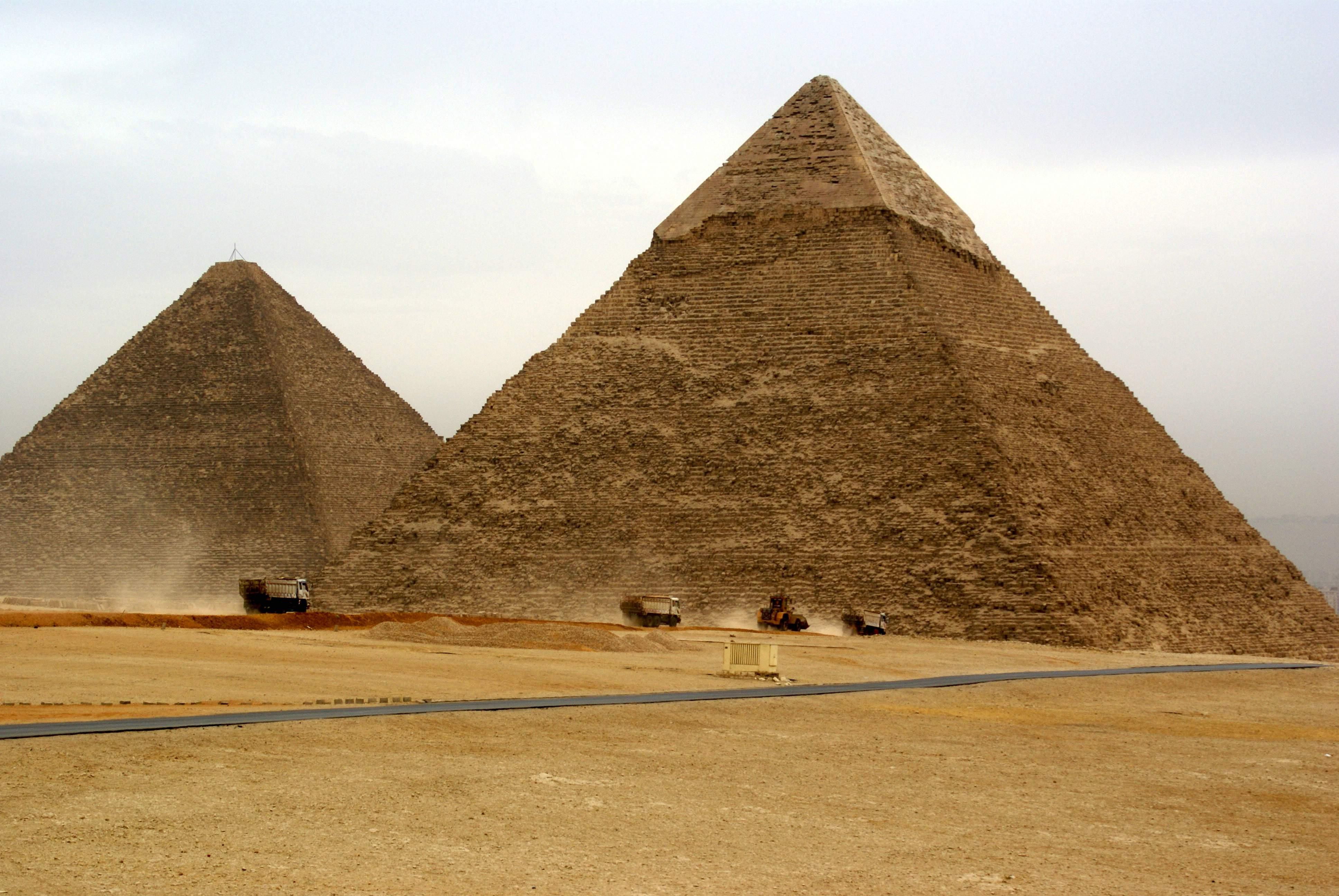Bild von 2 von 3 Pyramiden