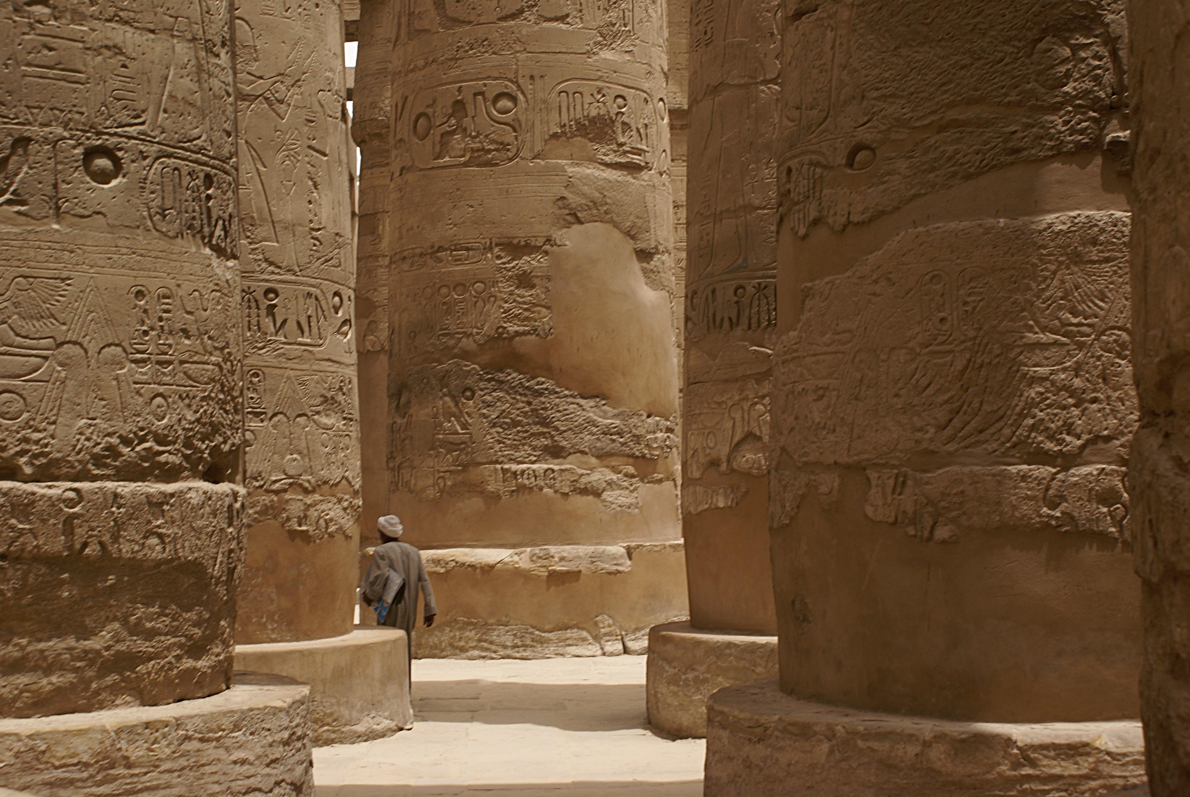 Bild der Säulenhalle von Karnak